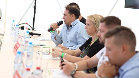 Сегодня круглый стол «Франчайзинг» в рамках фестиваля «EXTREME Крым» собрал главных экспертов в вопросах открытия, упаковки и масштабирования бизнеса.