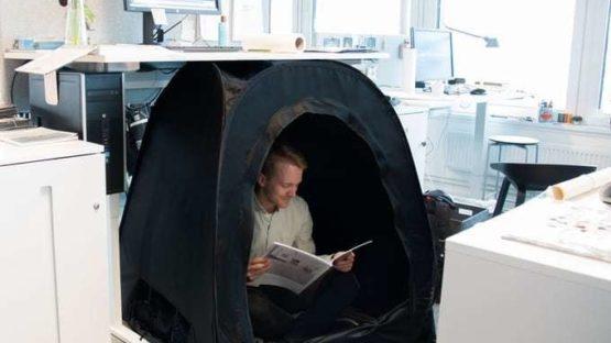 Шведский стартап выпустил одноместную палатку за $99 для отдыха в офисе или дома